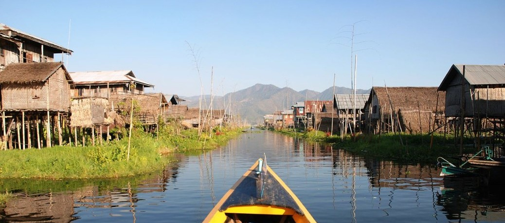 1280px-Inle_Lake_Burma_floating_village_4