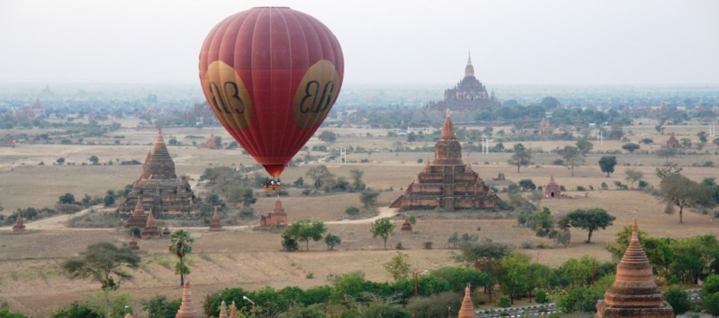 Balloon_over_Bagan