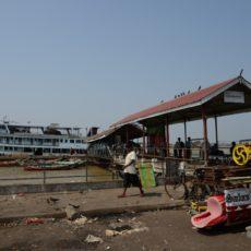 ヤンゴン市内から渡し船で『ダラ郡区』へ