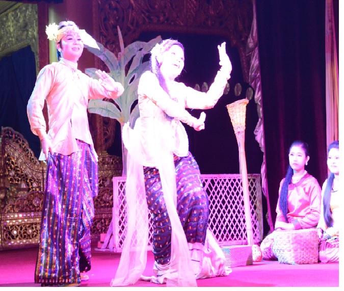 民族舞踊ディナーショーカラウェイ・パレス27