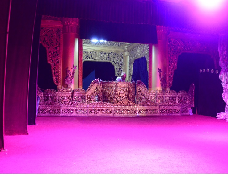 民族舞踊ディナーショーカラウェイ・パレス6