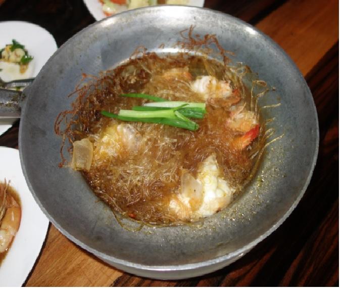 Shwe Hnin Si16