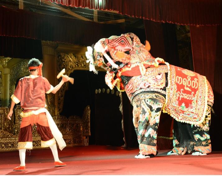 民族舞踊ディナーショーカラウェイ・パレス26