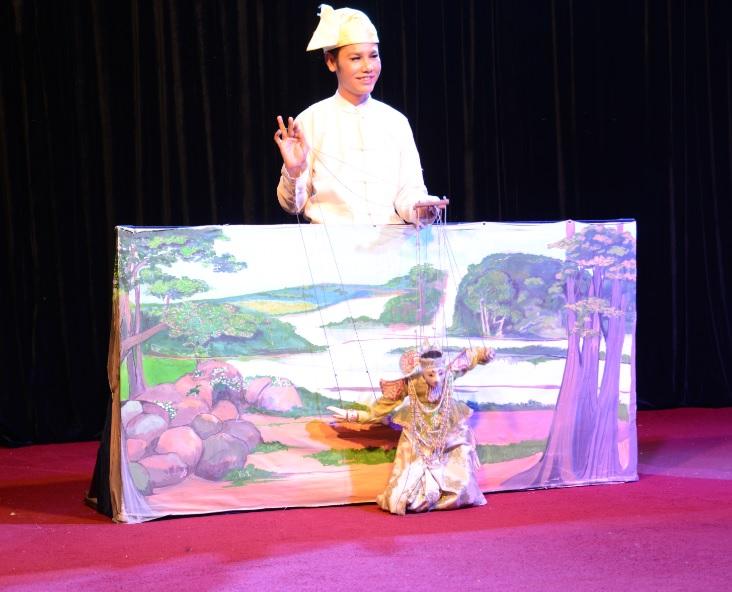 民族舞踊ディナーショーカラウェイ・パレス21