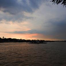 ヤンゴン河のサンセットクルーズは如何でしょうか?