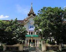 ヤンゴン市内であるブループレートが貼ってある歴史的高等学校